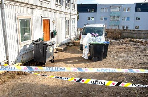 NABOER: Den tiltalte kvinnen og familiefaren i 50-åra var naboer i dette leilighetsbygget i Skolegata på Gjøvik.