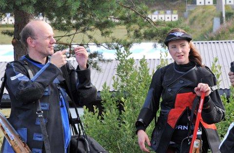 GLADE: Morten Støen og Anne Ingeborg Sogn Øiom  er glade for at Morten er tilbake på skytebanen etter sykdom og at de endelig kunne møte norgeseliten i et viktig stevne etter en lang periode uten store skytestevner.