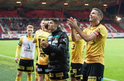 SUPERVETERAN: Frode Kippe har 375 toppseriekamper for Lillestrøm. Her jubler LSK-kapteinen med lagkamerater etter seier mot Brann på Brann stadion i høst.