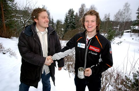 ÅRETS IDRETTSNAVN: Sportssjef i ØB i 2006, Rolf-Otto Eriksen, deler ut prisen  til Jonathan Nordbotten. Kolbotn-gutten var 16 år da han fikk prisen som årets idrettsnavn i ØB..