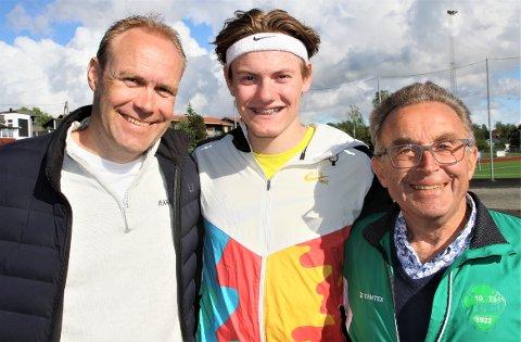 TEAM SOLBU: Ole Jakob Høsteland Solbu har allerede klart kravet til junior-EM og mangler bare det formelle uttaket. Han har pappa Eyvind og farfar Henrik som trenere.