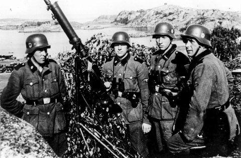 Fra Odd Svendsens privat fotosamling.Tysk invasjon i Larvik i aprildagene 1940da krigenkrigsbilderfrigjøringenkrigen i larvikkrig i larviksdistriktetgamle bildertysk vaktpost i stavern