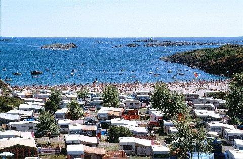 CAMPING  I LARVIK kan campere få orkesterplass til noen av kystens flotteste strender. Bildet er fra Oddanesand.