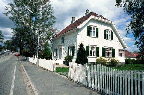 """ELISENFRYD.  Jonas Lies """"Elisenfryd"""" var et av de første privathus i Larvik som brøt med den dominerende sveitserstilen. Det hører nærmest til jugendstilen, men med flere indivituelle trekk."""