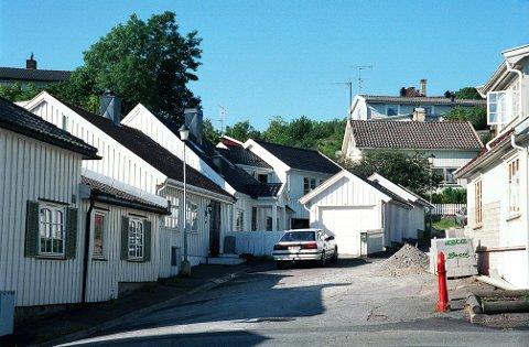 FJELLGATA. En gang for lenge siden fortsatte Fjellgata mot Stavern, der den i dag ender i en fjellvegg og en hagemur.