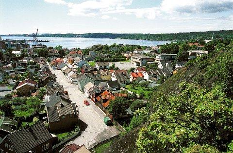 MESTERFJELLET. Fra Mesterfjellet har vi vid utsikt over blant annet Torstrand og Larviksfjorden.
