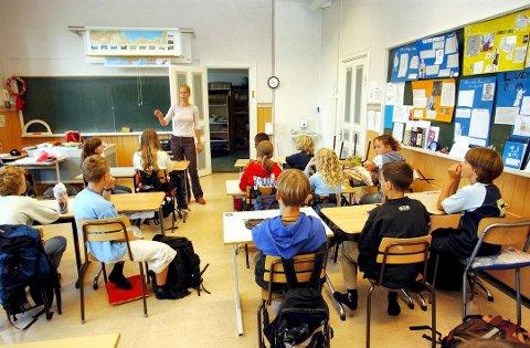 VIRVAR: I klasserommet skjer kommunikasjonen mellom lærer og elev, men for foreldrene er det et totalt kaos i antall måter skolen ønsker å kommunisere på, skriver nyhetsredaktør Henning Rugsveen.   (Illustrasjonsfoto: Vidar Ruud/ANB)