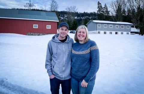 NY FRAMTID: Line Camilla Næss og Anders Holtan har flyttet inn på Holtan gård i Lardal for to uker siden.