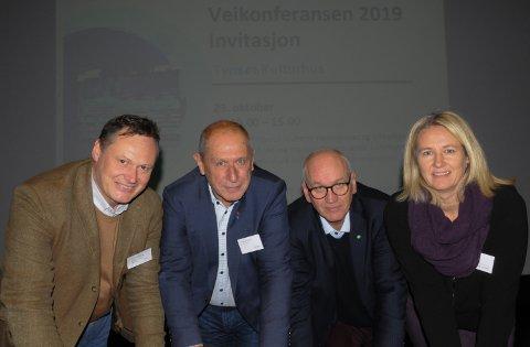RIKSVEG 3 PÅ AGENDAEN: Avdelingsdirektør Cato Løkken i Statens vegvesen (fra venstre), leder Johnny Hagen i Vegforum riksveg 3, regionsjef Guttorm Tysnes i Norges Lastebileier-Forbund og tynsetordfører Merete Myhre Moen.