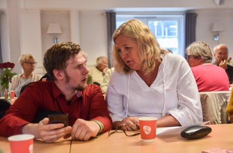 AP-TOPPENE: Varaordførerkandidat og valgkampleder Magnus Stenseth sammen med ordførerkandidat Lillian Skjærvik.