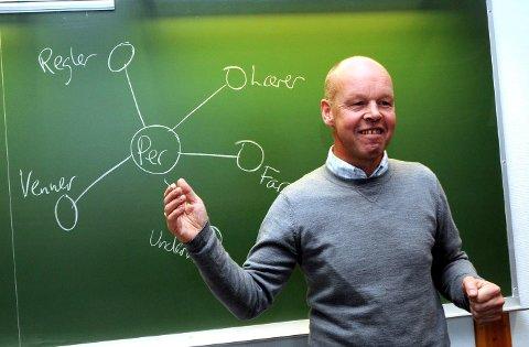 FORSKER: Professor Thomas Nordahl ved Høgskolen i Innlandet ønsker å finne ut mer om hvordan elevene har opplevd hjemmeskoletilbudet.