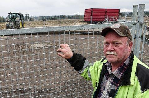 TO MILLIONER LITER: I denne kummen har Hans Robert Morønning to millioner liter husdyrgjødsel. Nå er mye av den spredt både til Åsnes og på egen eiendom i Våler.
