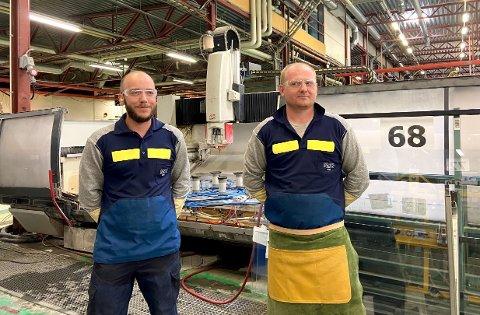 NY JOBB: André Dahlsveen og Lukas Janusz er nyansatte på Pilkington Norge AS i Elverum.