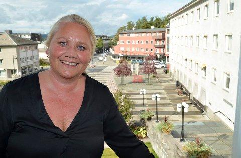 KJEMPEFORNØYD: Kultursjef Line M. Rustad er godt fornøyd med søkerne til stillingene som klubbarbeidere på Ungdommens hus.