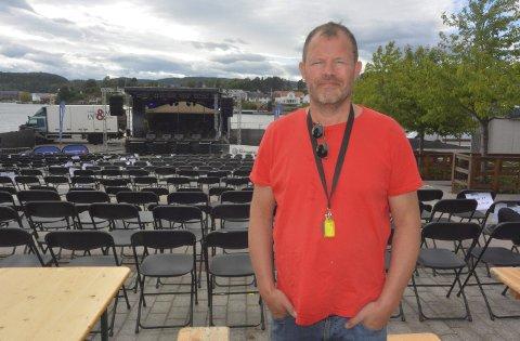 Sliten og glad: Hans Arne «Hasse» Frøland er godt fornøyd med det meste under Porsgrunnsfestivalen i år. Her før søndagens operakonsert i Rådhusamfiet.