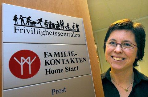 Familiekoordinator Wenche Gjesbakk i Home Start minner om baby- og småbarnskafeen på Møteplassen, på torsdager. - Det er plass til mange flere enn de som har kommet den siste tida, sier hun.