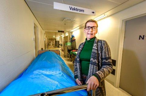- Det viser seg at sykepleiere som får utdanne seg nært hjemstedet i større grad vender tilbake til oppvekststedet for å få arbeid, men her går Nord universitet motsatt vei, sier administrerende direktør Helgelandssykehuset, Hulda Gunnlaugsdottìr.