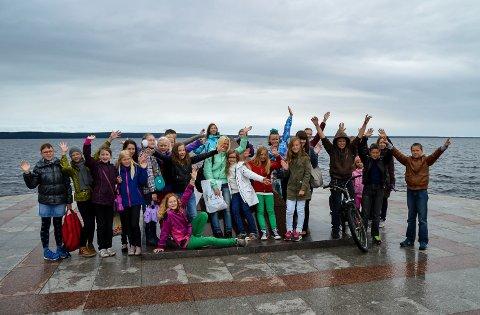 Gruben barnekor har besøkt de russiske korsangerne og her er de sammen med et russisk barnekor da de var i Petrozavods i 2015.