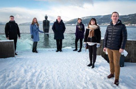 Bjørn Rune Sørensen, Kristin Johansen, Dag Busch, Cecilie Nordvik, Julie Myhre og Tor Magne Aanonli ved en av turistenes og fastboendes yndlinger, Havmannen. Men hva mer kan vi gjøre for å holde lengre på besøkende? Og fastboende som skal feriere i eget rike?