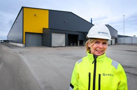 - Når vi tar over Kamstålbygget, for å bygge opp vår pilotfabrikk, tar vi over et et skall av et ytre bygg. Alt innvendig skal vi selv sørge for å sette opp, sier konserndirektør Tove Nilsen Ljungquist for drift i Freyr Battery AS.