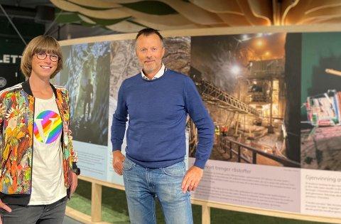 Nordland Venstres Ida Gudding Johnsen og Vitensenter Nordlands Geir Bjørkøy kan glede seg over drøyt 800.000 kroner fra gaveforsterkningsordningen til vitensenteret.