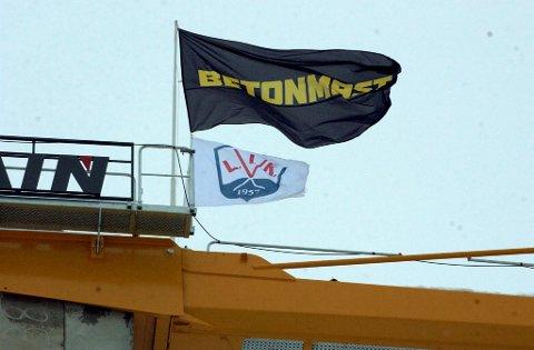 L.I.K.-flagget er godt synlig i Biri - 35 meter over bakken.