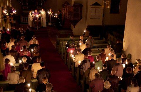 Natt til 1. påskedag er det påskenattsgudstjeneste i Norderhov kirke. Her fra et tidligere år.