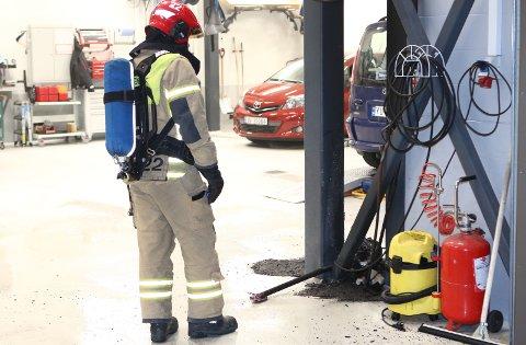 En kompressor like på innsiden av verkstedet har smeltet etter at den gikk varm og utløste brann.
