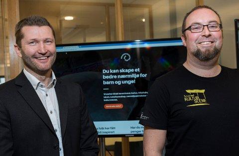 Edvard Alme i Sparebankstiftelsen DnB støtter gjerne Tyristrand kulturscene, som frontes av Ole Kristian Odden.