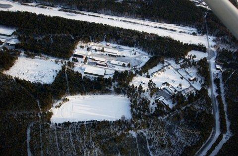 Ifølge NRK har E-tjenesten stadig utvidet «en av verdens mest avanserte lyttestasjoner» påEggemoen, med mål om å jakte på terrorister.