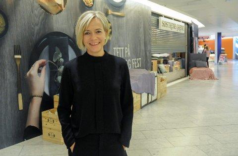 FORNØYD MED TILSKUDDET: Anne Trine Høibakk, senterleder for Kuben, fyller disse lokalene etter Søstrene Grene og Spaceworld med den danske kjeden Normal.