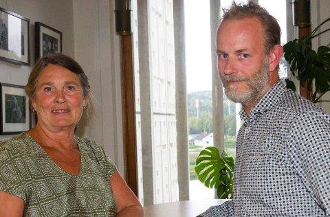 Nanna Kristoffersen (Solidaritetslista) og Mons Ivar Mjelde (Ap) vil gjerne ha en debatt om det skal være lekser i skolen.