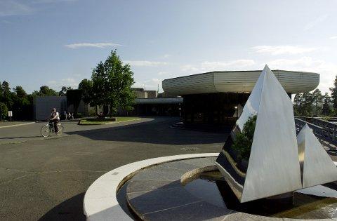 KUNSTUTSTILLING I SEPTEMBER: Henie-Onstad Kunstsenter på Høvikodden, hvor mange regionale kunstnere stiller ut sine verker i september.
