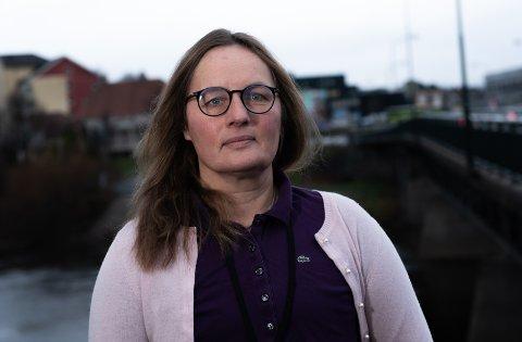 MUNNBIND: – Munnbind reduserer risiko for smitte opp mot 40 prosent, men det er et supplement til de andre tiltakene. Det er avstand som gjelder, understreker kommuneoverlege i Ringerike, Karin Møller.