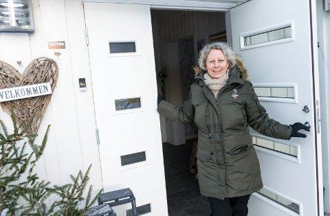 FLYTTER: Hanne Beate Strand selger huset sitt etter 23 år. Nå er eneboligmarkedet ekstra hett, ifølge lokale meglere.