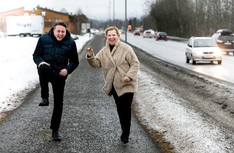 Gående møter: Nittedal-ordfører Hilde Thorkildsen får ofte med seg varaordfører Inge Solli ut på tur for å diskutere saker. – Når vi kommer tilbake har vi både diskutert, funnet strategier og flira og ledd, så da er vi i godt humør, forteller Thorkildsen.