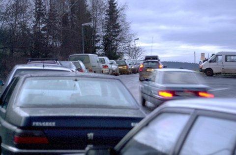 BLIR DYRERE: For en passering av bomringen i Oslo fra Romerike ser prisen til å øke fra 32 til 43 kroner for en bensinbil, med en påslag på 10 kroner i rushtida. For en dieselbil kan prisen bli 58 kroner i rushtida. Det er et stykke unna de 80 kronene som ført ble varslet. Foto: Geir Egil Skog