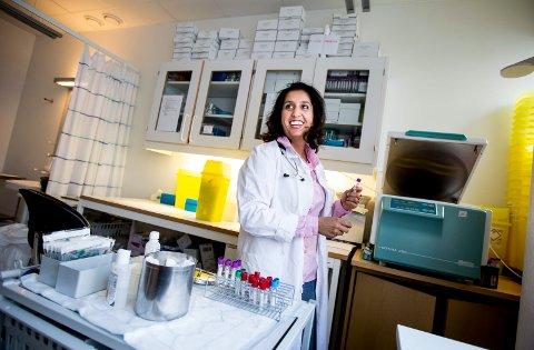 STÅR BAK VERDENSKJENT STUDIE: Dr. Geeta Gulati fra Lillestrøm forsker på medisin som kan forhindre at brystkreftrammede får hjerteproblemer som følge av tøff behandling. FOTO: TOM GUSTAVSEN
