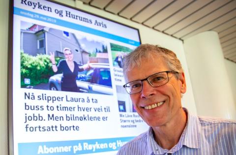 TAKK: Redaktør Svein Ove Isaksen takker sine ansatte for god innsats etter at avisen nå har passert 5 000 i godkjent opplag.