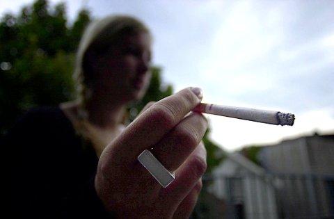 37-åringen ble knepet med 66.000 sigaretter i bilen. Illustrasjonsfoto
