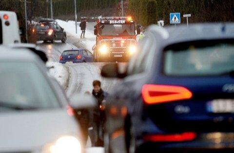 GLATT: Hvis du skal ut å kjøre i dag og i morgen bør du være forsiktig. Underkjølt regn kan føre til glatte veier og vanskelige kjøreforhold. Illustrasjonsfoto: Anne Charlotte Schjøll
