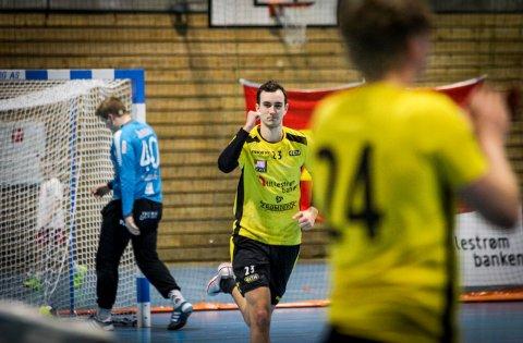 BLIR RUNAR-SPILLER: Eirik Hornnes Hybertsen bytter ut svart og gult til fordel for den hvite Runar-trøya. 21-åringen, som kommer fra Fetsund, flytter fra Oslo til Sandefjord til sommeren, når han er ferdig med sin bachelor i markedsføring.