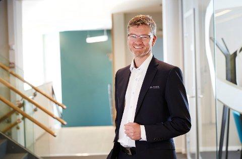PÅGANG: Kommunikasjon- og markedssjef Øyvin Hansen i Andebu Sparebank merker pågangen fra kunder som ber om avdragsfrihet.