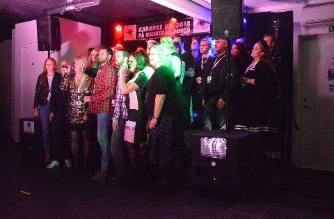 KARAOKE-PUB: Haukerød Puben er kåret til Norges beste karaokepub tidligere, og hadde NM i karaoke i 2018. Nå er det to steder i byen som tilbyr karaoke på fast basis. FOTO: Jonathan Nilsen