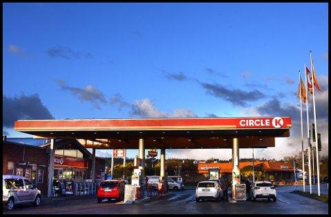 RADIOVOGN: Informasjonskontoret Radiovogna inntar Circle K Alvim onsdag.