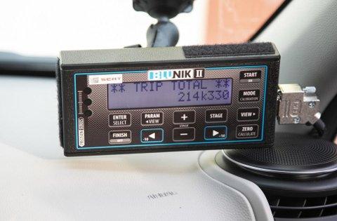 Eksakte målinger ble tatt via montering av Blunik måleinstrumenter i hver bil.