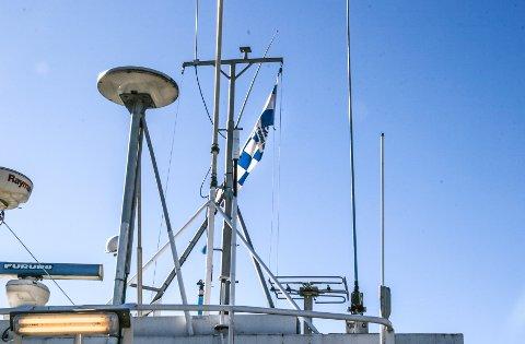 """GLOMMAS STOLTHET: Sarpsborg 08-flagget skal beholdes på båten M/S Bergvåg - også kalt """"Glommas stolthet"""". Men den nye eieren skal henge opp et Frisk Asker-flagg ved siden av sarpeflagget."""