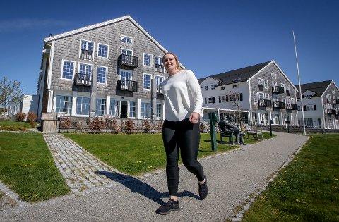 STENGER: Nina Nilsen, hotelldirektør på Støtvig Hotel, ser seg nødt til å stenge dørene etter Moss kommunes nye koronatiltak ble