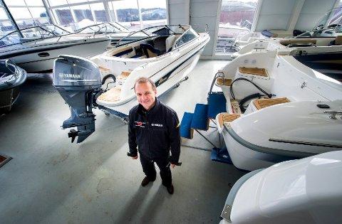 – Båt- og motorprodusenter har leveringsproblemer. Vi bestilte mye i fjor høst, men får ikke så mye som vi vil ha. Å skaffe seg motor uten båt nå er vanskelig. Bruktbåter selger jeg uten engang å annonsere på finn.no, sier Bjørnar Aas i Kjøkøysund Marina.