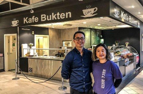 VIL SELGE ALKOHOL: André Ngo og Loan Nguyen driver Kafé Bukten i Storbyen kjøpesenter.